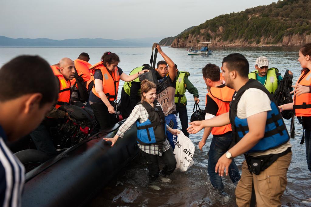 Setembro de 2015: Aysha chega à Europa na praia de Kagia, na costa norte da ilha de Lesbos. O barco estava transportando cerca de 50 sírios, homens, mulheres e crianças. Foto por Georgios Makkas