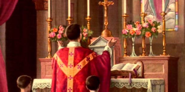 Padre celebrando a Missa