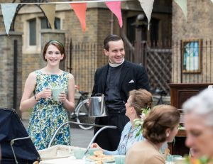 Barbara (Charlotte Ritchie), Tom Hereward (Jack Ashton). Foto cortesia de Laurence Cendrowicz   Neal Street Productions