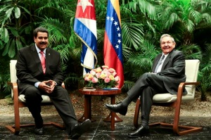 Venezuela's President Nicolas Maduro (L) speaks with Cuba's President Raul Castro during their meeting in Havana, in this picture provided by Miraflores Palace April 27, 2013. REUTERS/Miraflores Palace/Handout