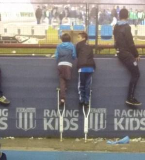 criancas-e-muletas-muro