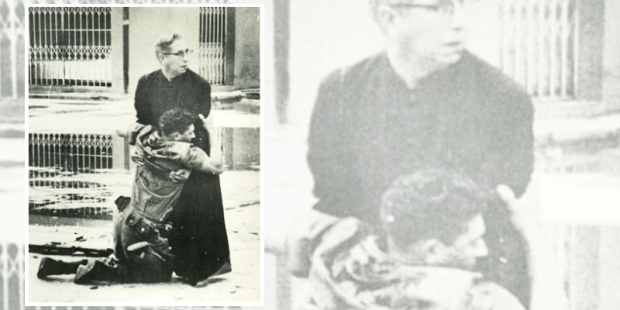 A Ajuda do Padre - foto de Héctor Rondón - Premio Pulitzer 1963