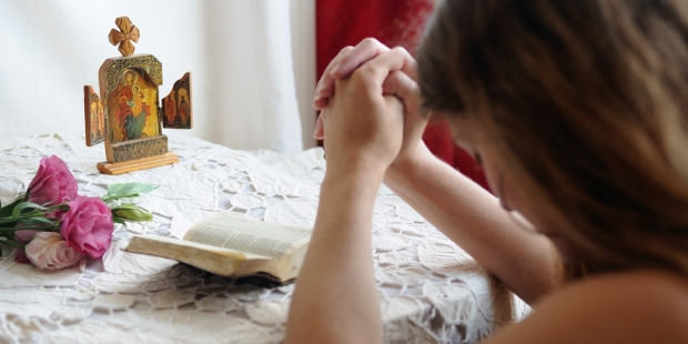 Young girl praying
