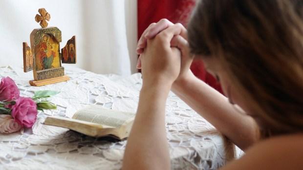 Young girl praying