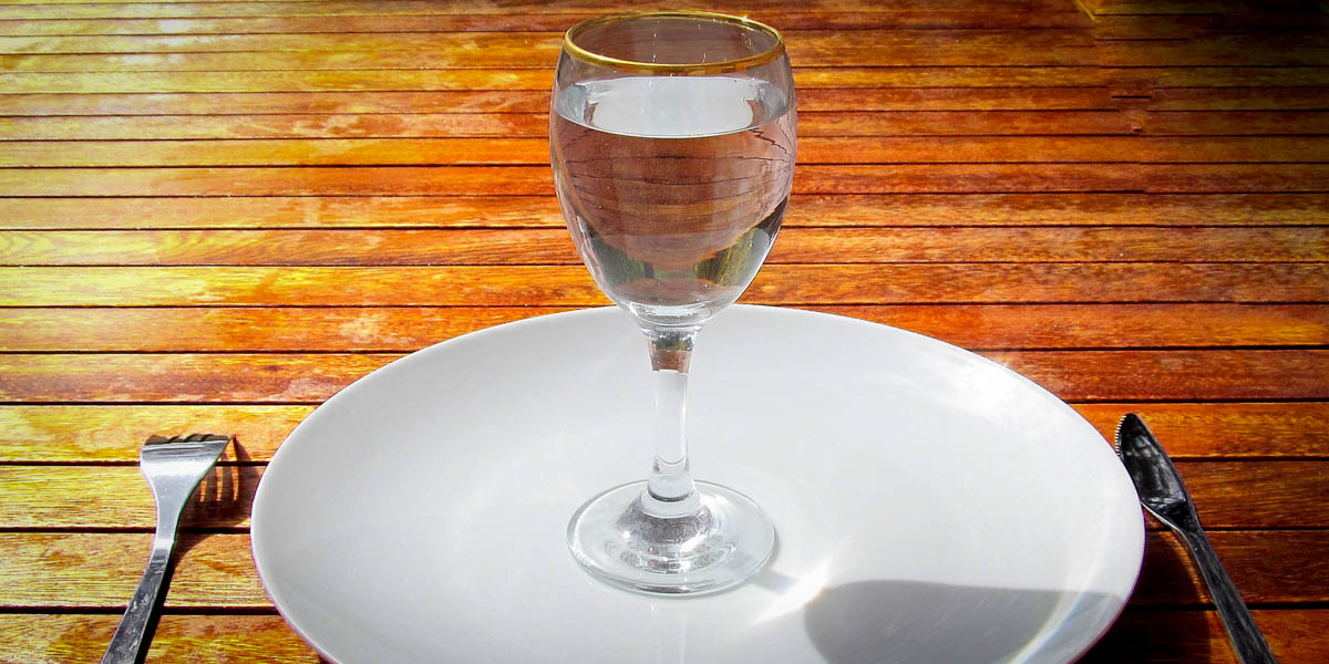 EMPTY PLATE,GLASS OF WATER