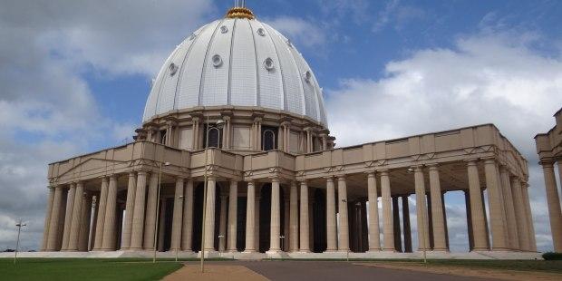 esta-e-nao-a-basilica-de-sao-pedro-e-a-maior-igreja-do-mundo-7461