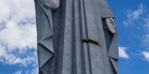 esta-imagem-da-virgem-maria-e-mais-alta-que-a-estatua-da-liberdade-3112