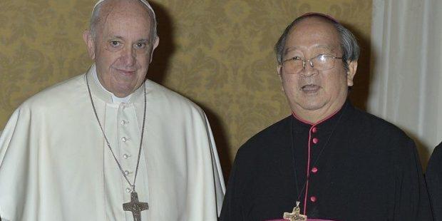 Papa Francisco com Dom Paul Bui Van Doc (Vatican Media)