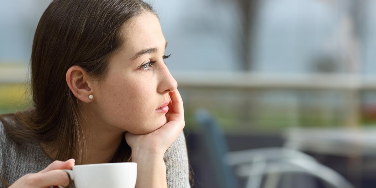 WOMAN,SAD,CAFE