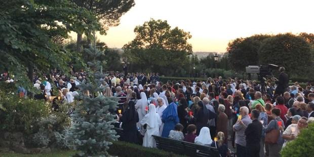 procissão mariana maio jardins vaticanos