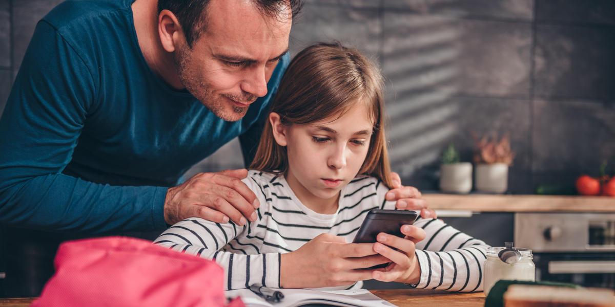 DAD,DAUGHTER,PHONE