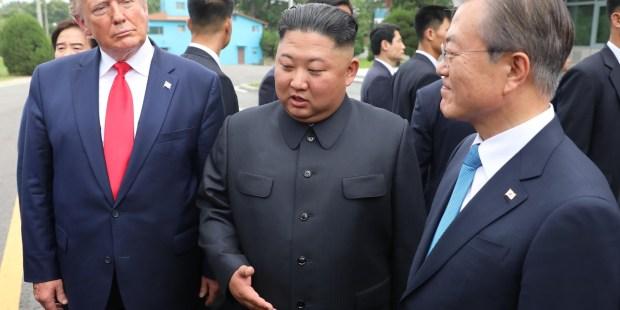 Donald Trump, Kim Dzong Un oraz Mun Dze-in