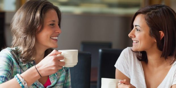 FRIENDS DRINKING COFFEE