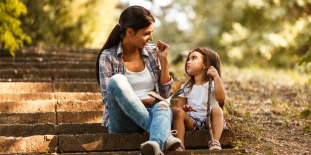 Mother - Daugther - Talk - Listen