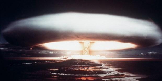 web2-nuclear-explosion-mururoa-atoll-afp-000_arp2292596.jpg