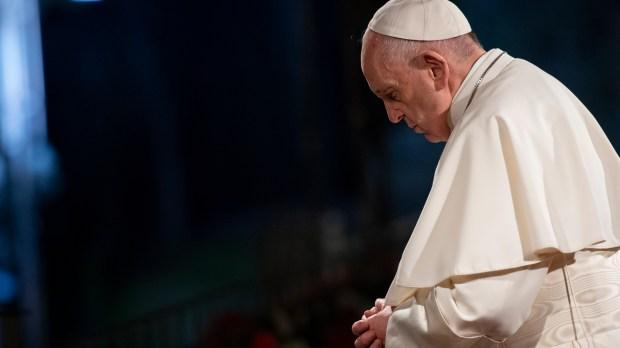 Papa Francisco em oração