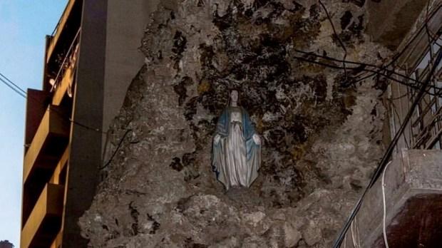 Imagem de Nossa Senhora intacta após explosões em Beirute