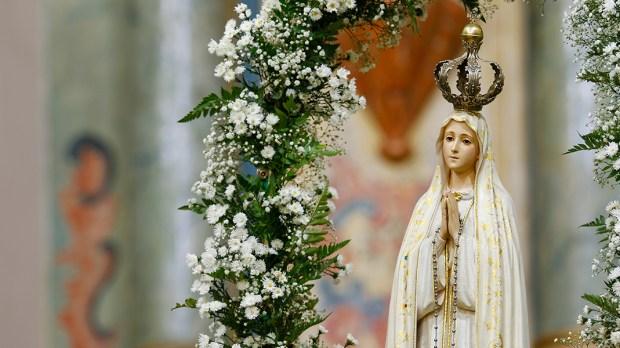Nossa Senhora de Fátima pede rezar o terço