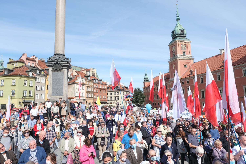 Católicos da Polônia defendem vida e família ante violentos grupos pró-aborto