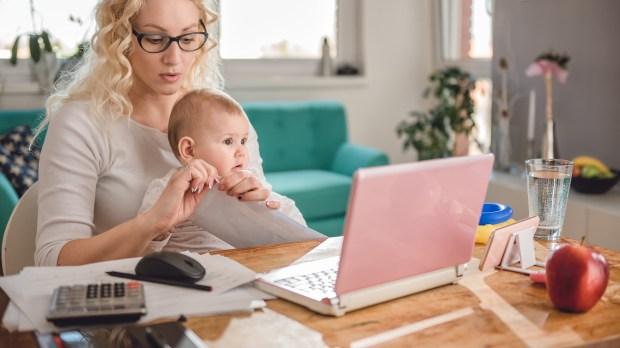 trabalho em home office com bebê