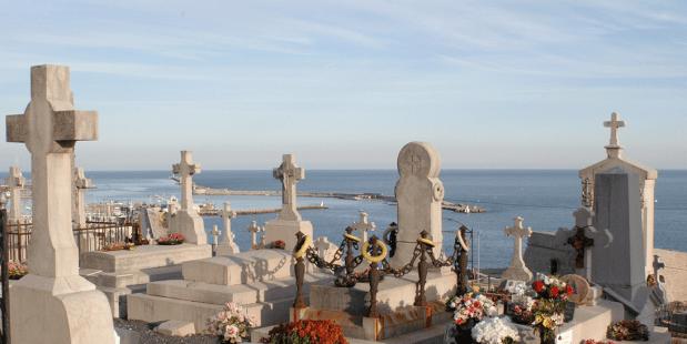Dia de Finados: visita a cemitério