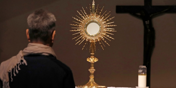 Adoration eucharistique Paray le Monial