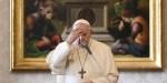 Papa Francisco faz o Sinal da Cruz