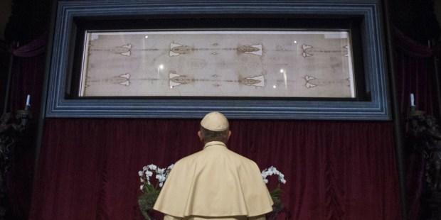 Santo Sudário de Turim contemplado pelo Papa Francisco