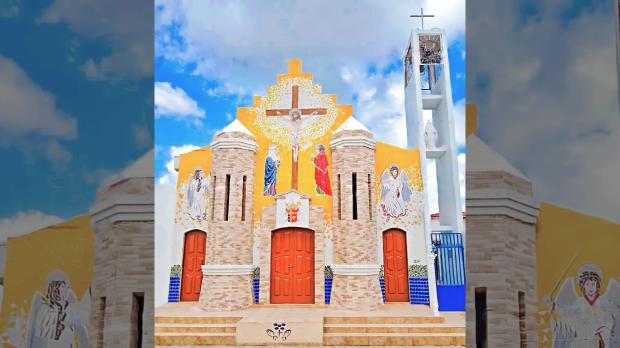 Fachada de igreja 100% em mosaico em Acupe